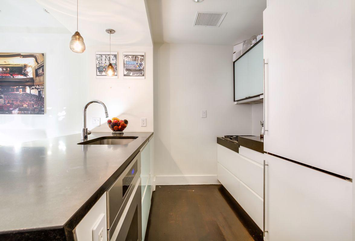 2 Bedrooms Bedrooms, ,2 BathroomsBathrooms,Condo,For Sale,1045
